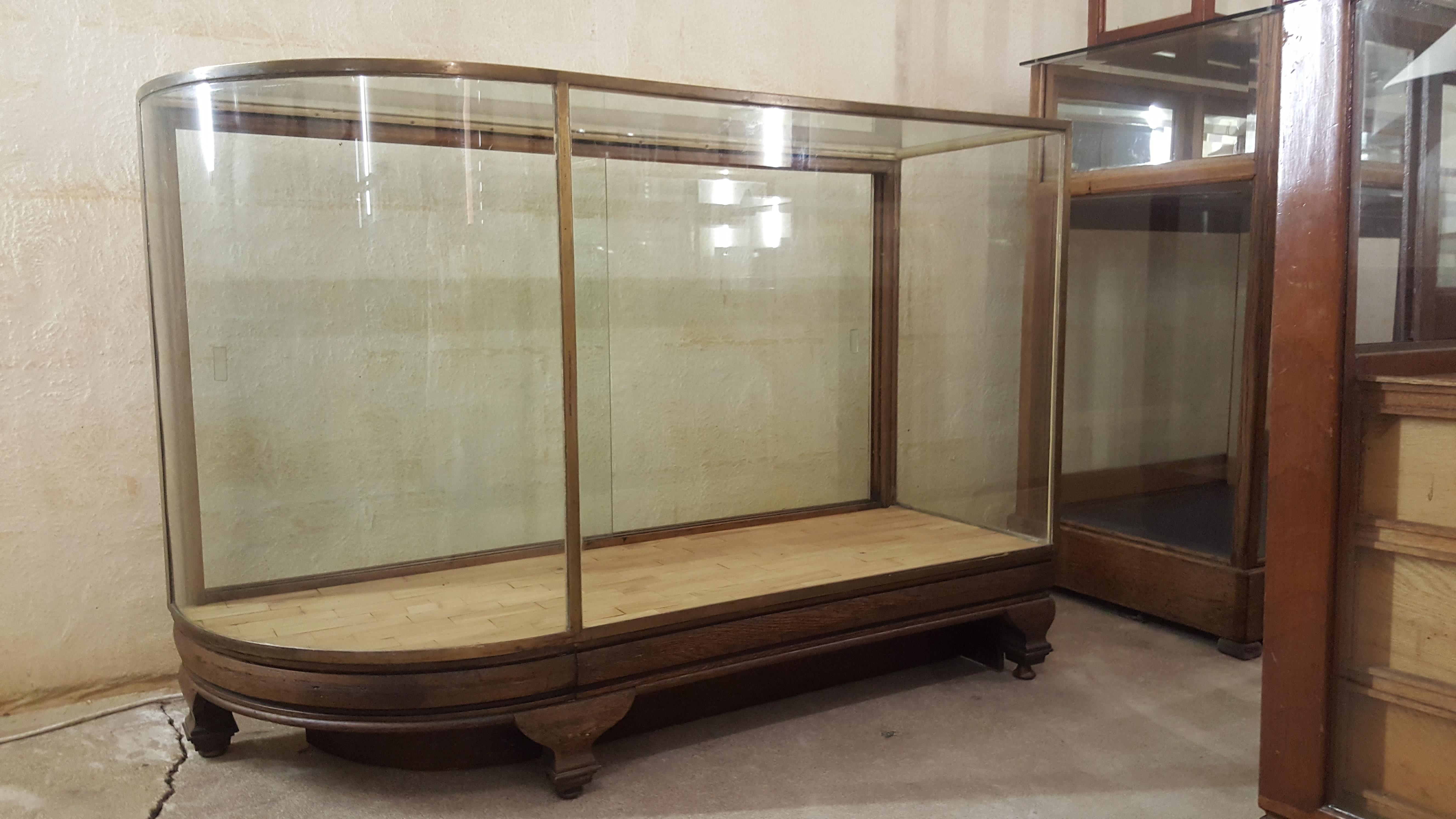 Vitrinekast Voor Op Toonbank.Antieke Vitrinekast Gebogen Glas 27102 Bordighera